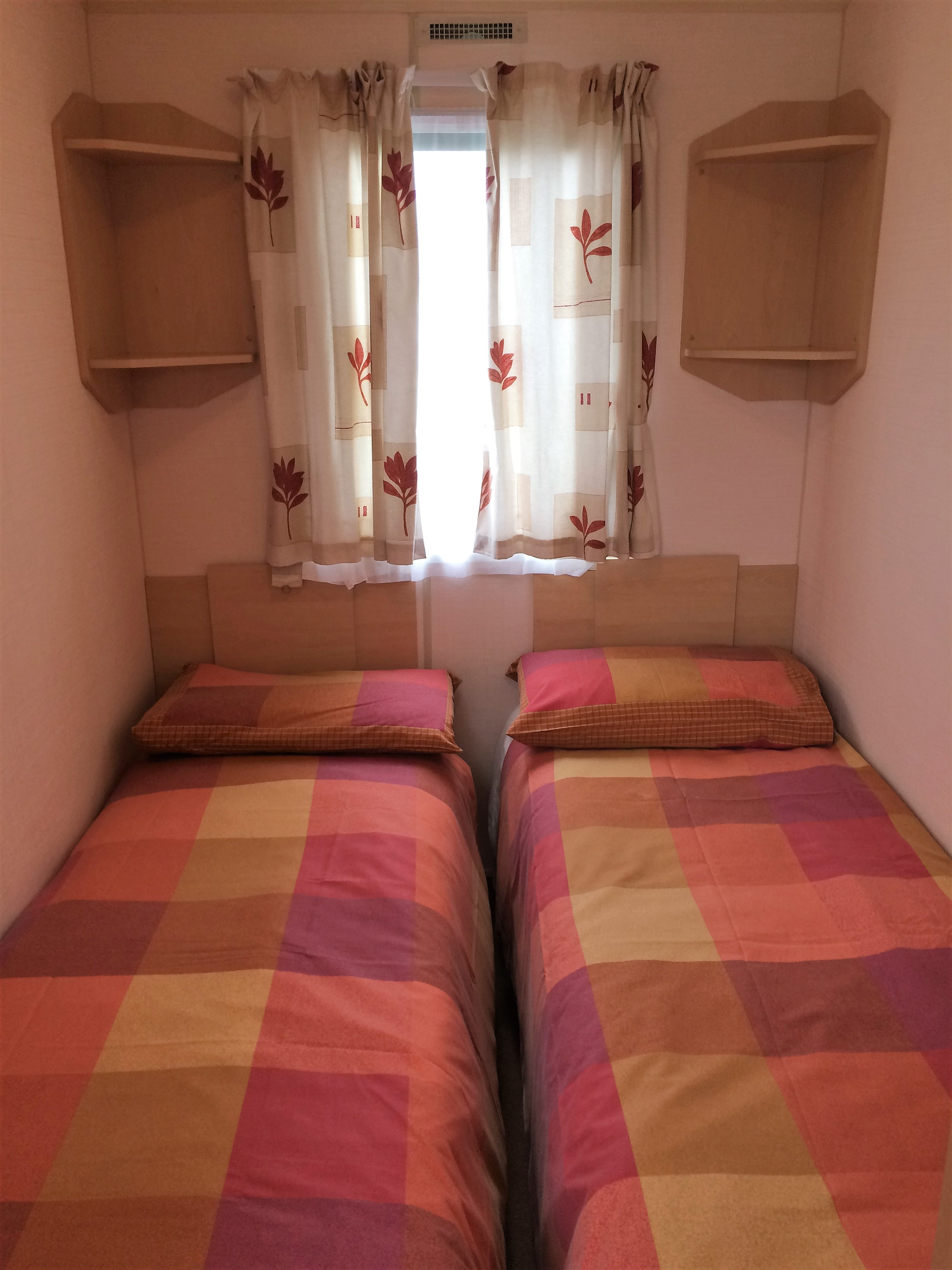 Twin bedroom 66